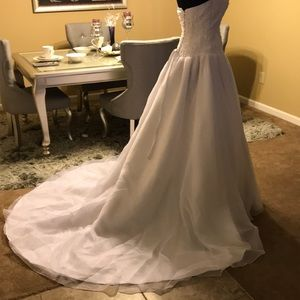 DAVID'S BRIDAL WEDDING GOWN SIZE 6